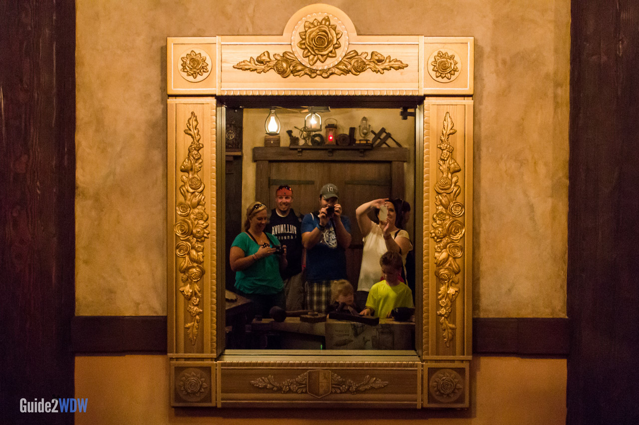 [Spoiler-Zone] Enchanted Tales with Belle - L'effet du Miroir Magique Enchanted-Tales-with-Belle-3-Magic-Kingdom-Attraction