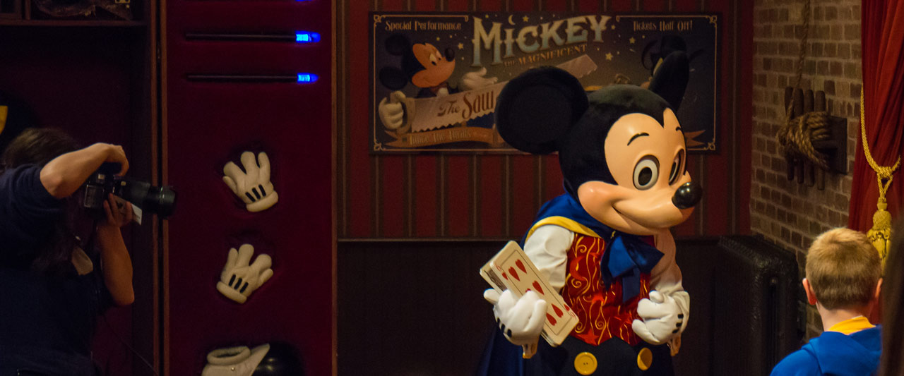 Mickey dressed as a Magician - Meet and Greet - Magic Kingdom