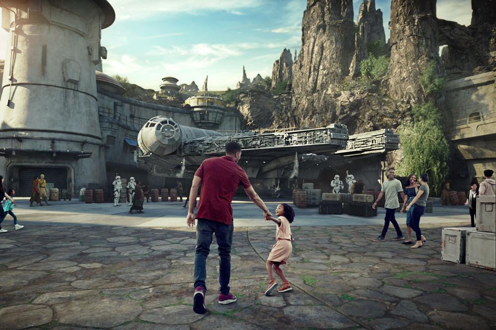 Star Wars Galaxys Edge - Ride- Millennium Falcon Smugglers Run