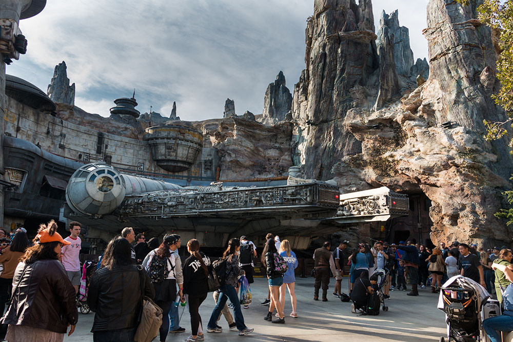Millennium Falcon - Star Wars Galaxy's Edge